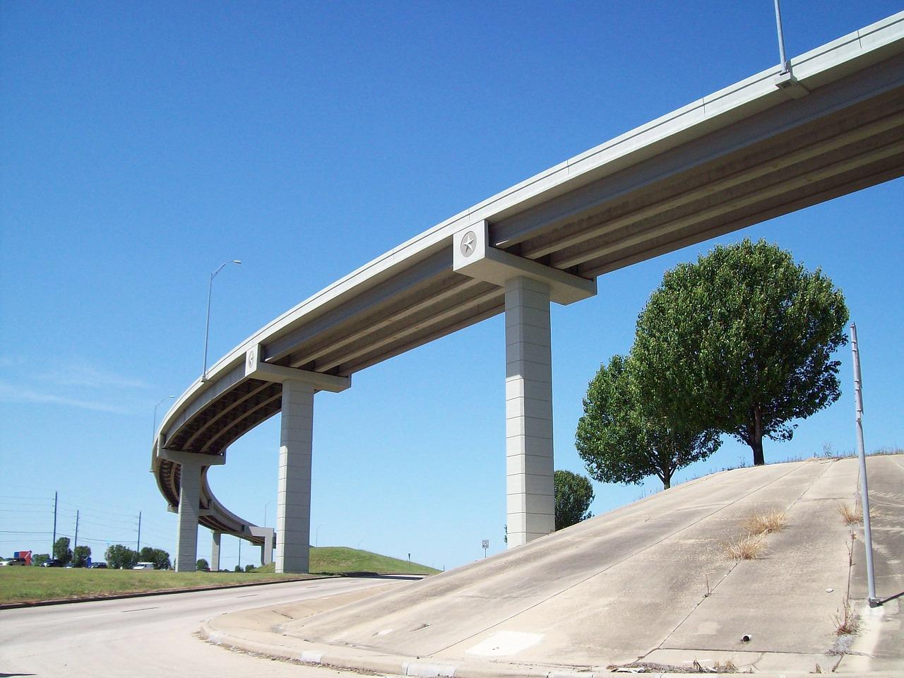 el-pago-de-los-servicios-publicos-la-burbuja-de-la-construccion-de-infraestructuras-y-el-debate-sobre-los-peajes-en-las-autovias